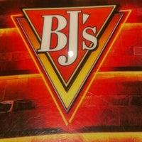 Photo taken at BJ's Restaurant and Brewhouse by Pícara on 1/1/2013