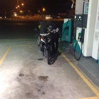 Photo taken at Stesen Minyak Petronas Sura 2 by Fazli E. on 12/5/2016