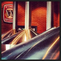 Photo prise au Widmer Brothers Brewing Company par April Y. le3/16/2013
