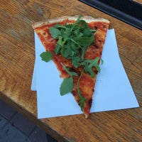 Photo prise au Pizza Me #3 Fashion Street par Márk T. le9/15/2016