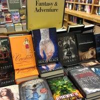 Foto scattata a Barnes & Noble da Liz N. il 9/9/2013