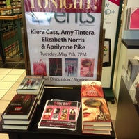 Photo taken at Barnes & Noble by Liz N. on 5/7/2013