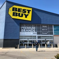Photo taken at Best Buy by Benton on 3/8/2018