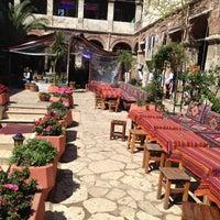 Photo prise au Taşhan Historical Bazaar par Enis K. le4/13/2013