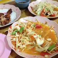 Photo taken at ร้านลูกหิน ส้มตำ อาหารอีสาน by Nationn M. on 3/5/2016