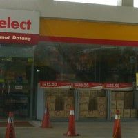 Photo taken at Shell Bandar Kinrara 5B by Azren Z. on 12/29/2012