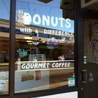 Foto tirada no(a) Donuts with a Difference por William M. em 10/10/2014