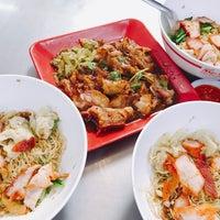 Photo taken at Noodle+Khamoo Restaurant by Julian L. on 5/11/2017