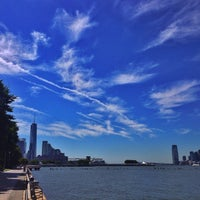 Foto tirada no(a) West Side Highway Running Path por Brett R. em 9/12/2013