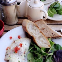 Photo taken at Le Pain Quotidien by Sali K. on 8/20/2016