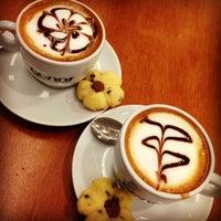Photo taken at Genot Cafés Especiais by Lyanna B. on 10/21/2012