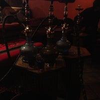 Foto tomada en Habibi's Lounge por Jay W. el 2/7/2013