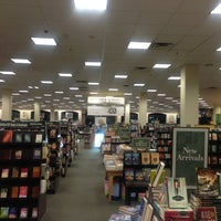 Photo taken at Barnes & Noble by 🇬🇧Alphonso G. on 7/21/2013