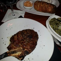 Photo prise au Fleming's Prime Steakhouse & Wine Bar par Lee S. le12/6/2012