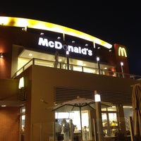 Foto tirada no(a) McDonald's por Beatriz S. em 12/21/2012