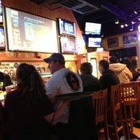 Das Foto wurde bei Buffalo Wild Wings von Mark L. am 12/8/2012 aufgenommen