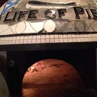 รูปภาพถ่ายที่ Life of Pie Pizza โดย Brett F. เมื่อ 11/2/2013