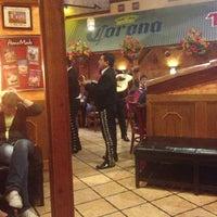 Foto tomada en La Parrilla Mexican Restaurant por Matthew W. el 1/13/2013