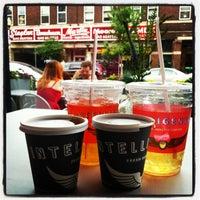 7/7/2013 tarihinde Jose Jeng F.ziyaretçi tarafından Intelligentsia Coffee Bar'de çekilen fotoğraf