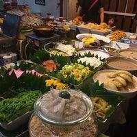 Photo taken at ร้านขนมนกน้อย แม่หลาย (เจ้าเก่า) by PONG K. on 12/24/2016