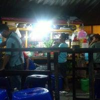 Photo taken at Nasi Goreng Tunggal Sari by 3Dot on 7/27/2013