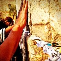 รูปภาพถ่ายที่ The Western Wall (Kotel) โดย Dini เมื่อ 10/15/2012