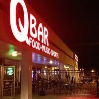 Photo prise au Q Sports Bar & Grill par Mike H. le8/11/2013