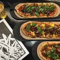 9/23/2017 tarihinde Jackie M.ziyaretçi tarafından &pizza'de çekilen fotoğraf