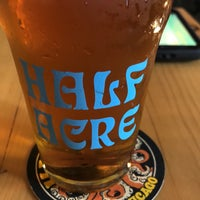 5/4/2018 tarihinde Jon L.ziyaretçi tarafından Half Acre Beer Company Balmoral Tap Room & Barden'de çekilen fotoğraf