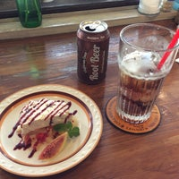 Photo taken at Cafe HALEIWA by 新谷 く. on 9/9/2015