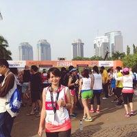 Photo taken at The Jakarta Marathon 2013 by Rizka F. on 10/27/2013