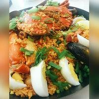 Photo taken at Dampa sa Jennys Seafood Paluto Restaurant by Yukino K. on 8/17/2016