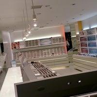 Photo taken at JINS 有楽町阪急メンズ東京店 by shunkit2 @. on 6/12/2014