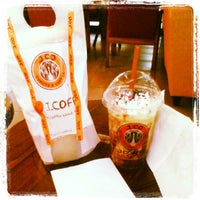 Photo taken at J.Co Donuts & Coffee by Disty Puji Astuti K. on 9/16/2012