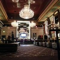 Foto tirada no(a) Bond Restaurant & Lounge por Terrence em 3/22/2013