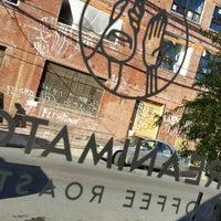11/20/2017 tarihinde Terrenceziyaretçi tarafından ReAnimator Coffee Roastery'de çekilen fotoğraf