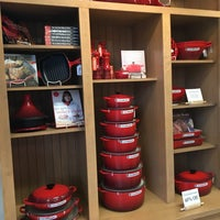 Photo taken at Le Creuset Factory Outlet by B@n Z. on 7/30/2016