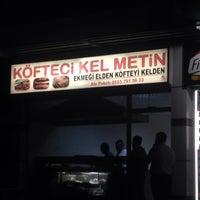 Photo taken at Kel Metin'in Yeri ( Su Deposu Köftecisi ) by Mehmet Ali G. on 10/1/2016
