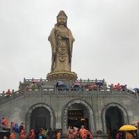 Photo taken at 南海观音 Nanhai Avalokitesvara Bodhisattva by Lillian Y. on 2/20/2018
