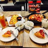 Photo taken at Pizza Hut by Nur Fatin S. on 5/30/2017