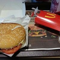 Photo taken at McDonald's by Šámot Retsef K. on 10/11/2013