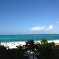 Photo taken at Gansevoort Turks & Caicos by Simon on 12/12/2012