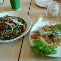 Photo taken at Qua-Li Noodle & Rice by Rulie N. on 2/3/2014