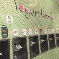Photo taken at Yogurtland by Mohammad A. on 2/12/2016