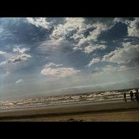 Foto tirada no(a) Praia do Arpoador por Emanuel A. em 12/8/2012