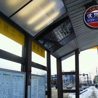 Photo taken at 伏見橋バス停 (二万堂方面) by ナイトホーク へ(ё)へ f. on 1/18/2013