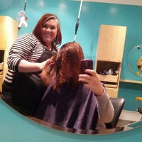 12/12/2013 tarihinde Morgane L.ziyaretçi tarafından Splurge Salon & Spa'de çekilen fotoğraf