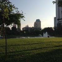 4/21/2013 tarihinde Candi P.ziyaretçi tarafından Benchasiri Park'de çekilen fotoğraf
