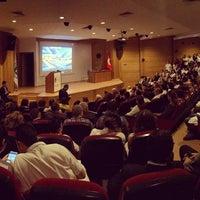 Photo taken at Kocaeli Üniversitesi Tıp Fakültesi Konferans Salonu by Derya A. on 11/10/2015