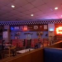 Photo taken at Bigg's Diner Pili by Joshua Tadeo Luiz T. on 9/12/2016